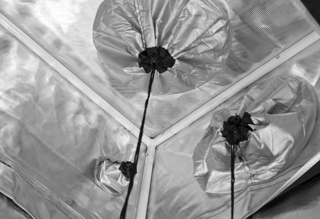 Gorilla Grow Tent 4' x 4' KIND K3 XL600 LED Grow Tent Kit