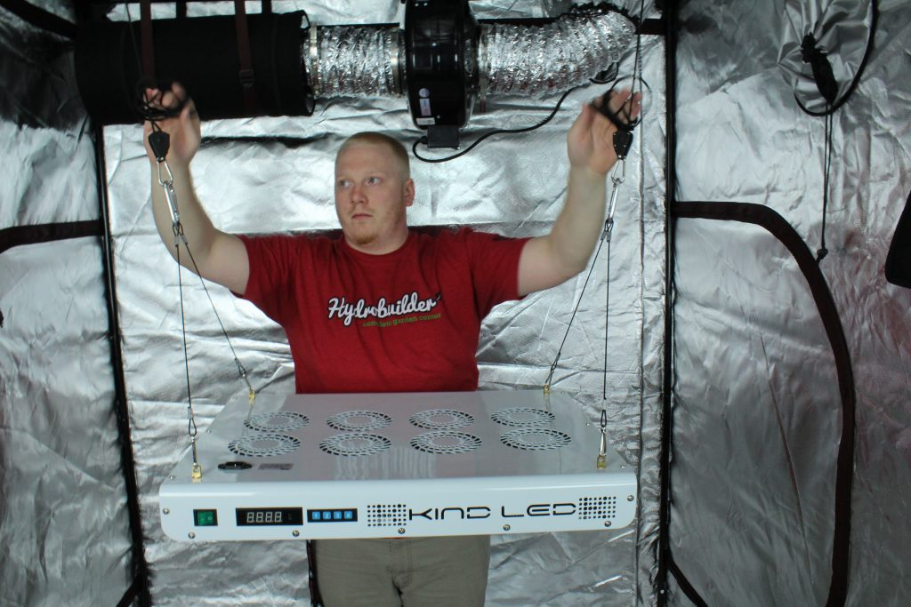 hang your grow light in your tent